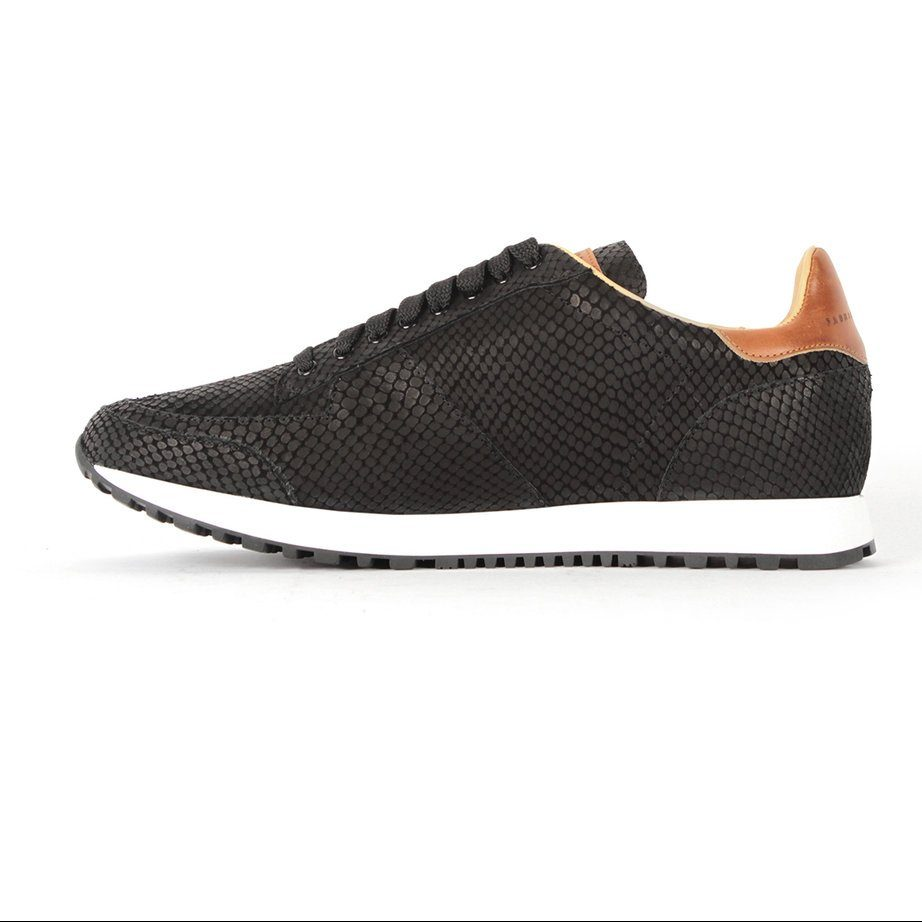 Handcrafted fashion runner shoes for men